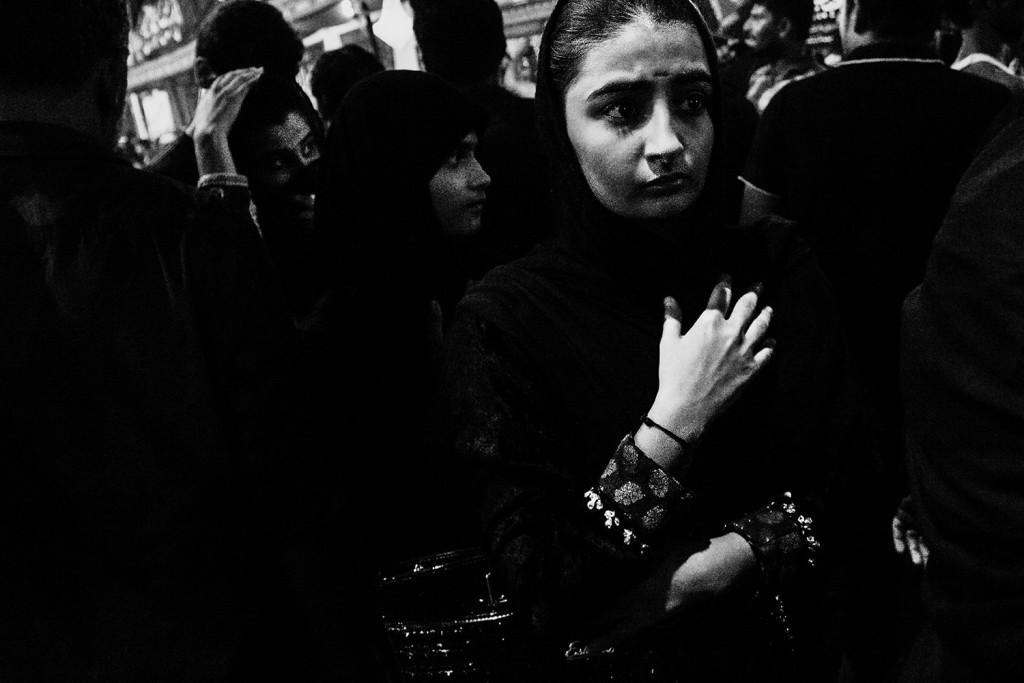 Eine Junge Frau während des Ashura-Trauerfests in Mumbai, Indien, 2015.
