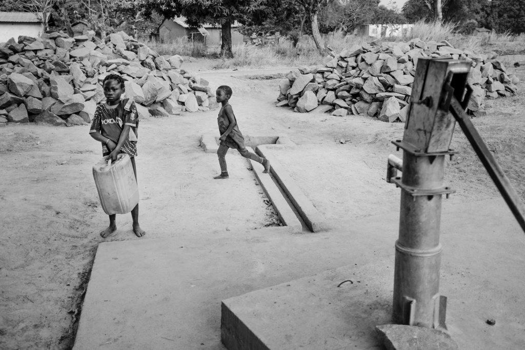 Kinder beim Wasserholen in der Zentralafrikanischen Republik, 2018