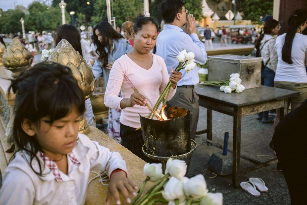 Betende in Phnom Penh, Kambodscha, 2018